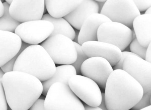 Large White Chocolate Heart Dragees 1Kg (250pcs)